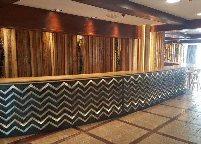 SERRALLERIA MUNDIAL ANDORRA està especialitzada en decoració i l'Interiorisme en ferro. El taller es troba a Andorra la Vella. La proximitat i el treball personalitzat ens permet garantir la qualitat del resultat final de qualsevol projecte de serralleria a Andorra. Cada nou treball de serralleria o fusteria metàl·lica és un repte on adequar la idea del client, particular o privat, decorador, interiorista, arquitecte, enginyer o dissenyador. Estem especialitzats en feines de serralleria per Hotels i Apartaments turístics. Qualsevol cosa en ferro, acer inoxidable, ferro corten, alumini o PVC està dins el nostre catàleg, dins del món de la serralleria ho fem tot. SERRALLERIA MUNDIAL S.L. Serrallers Andorra. Carrer de la Tartera, s.n. - AD500 Andorra la Vella . T.+376722150 - serra.mundial@andorra.ad.