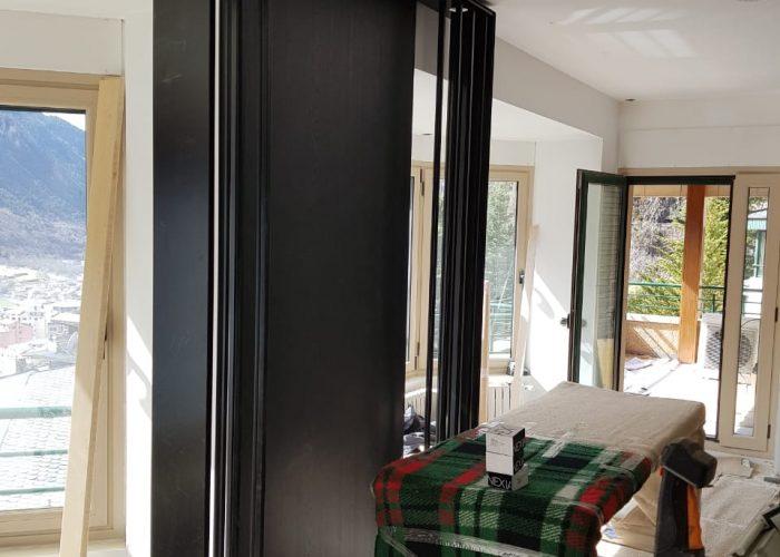 SERRALLERIA MUNDIAL ANDORRA esta especialitzada en decoració i l'Interiorisme en ferro. El taller es troba a Andorra la Vella. La proximitat i el treball personalitzat ens permet garantir la qualitat del resultat final de qualsevol projecte de serralleria a Andorra. Cada nou treball de serralleria o fusteria metal·lica és un repte on adequar la idea del client, particular o privat, decorador, interiorista, arquitecte, enginyer o dissenyador. Estem especialitzats en feines de serrralleira per Hotels i Apartaments turistics. Qualsevol cosa en ferro, acer inoxidable, ferro corten, alumini o pvc esta dins el nostre cataleg, dins del mon de la serralleria ho fem tot. SERRALLERIA MUNDIAL S.L. Serrallers Andorra. Carrer de la Tartera, s.n. - AD500 Andorra la Vella T.+376722150 - serra.mundial@andorra.ad  .